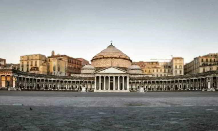 Napoli, Piazza plebiscito manifestazione dei fotografi del mondo del Wedding