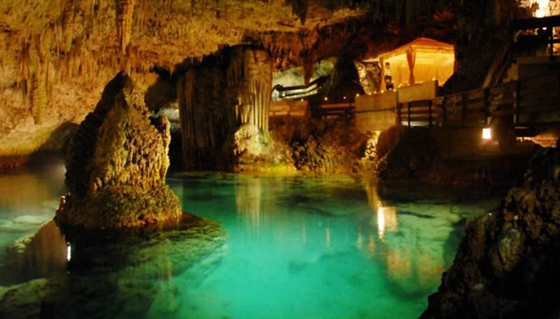 grotta dello smeraldo tempio sul mare