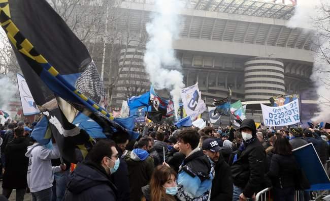 assembramenti milan inter derby