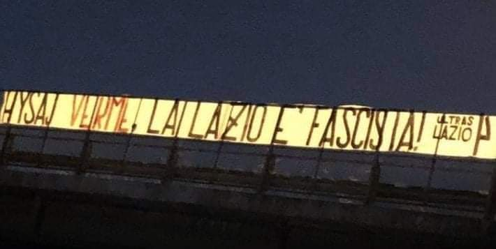 Striscione ultrà Lazio Hysaj